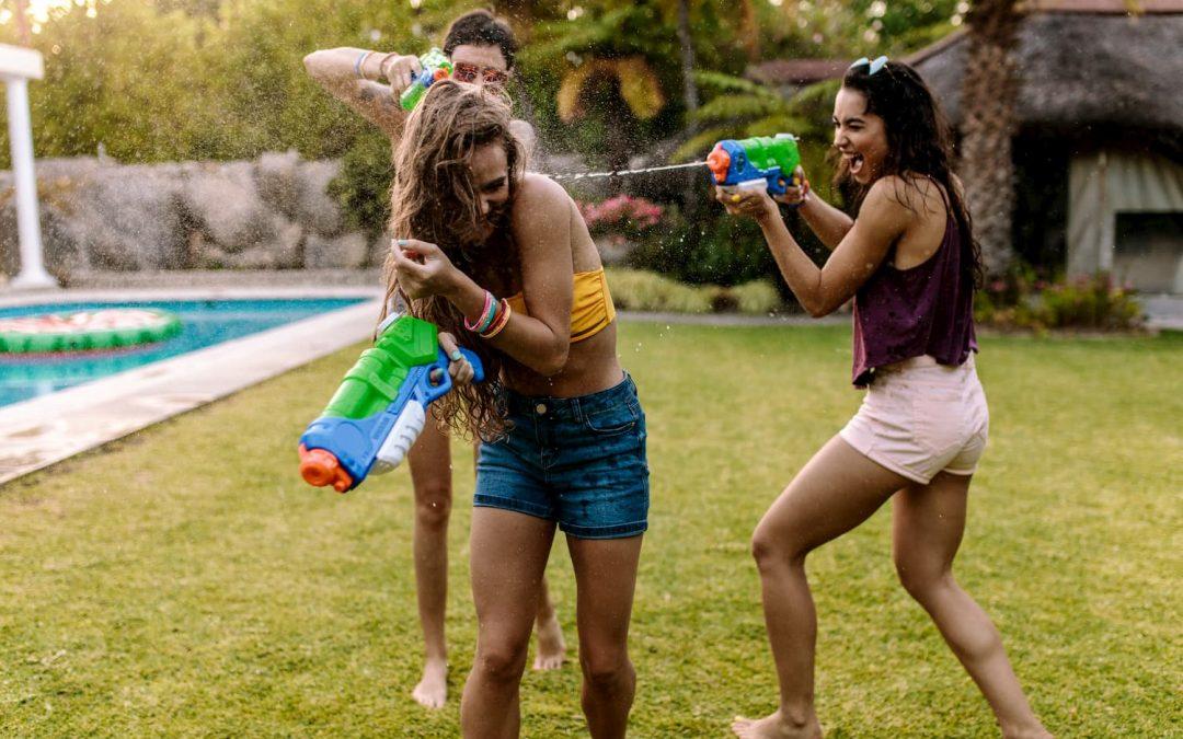 Pistolets à eau : quels sont les meilleurs pour des batailles épiques dans le jardin !