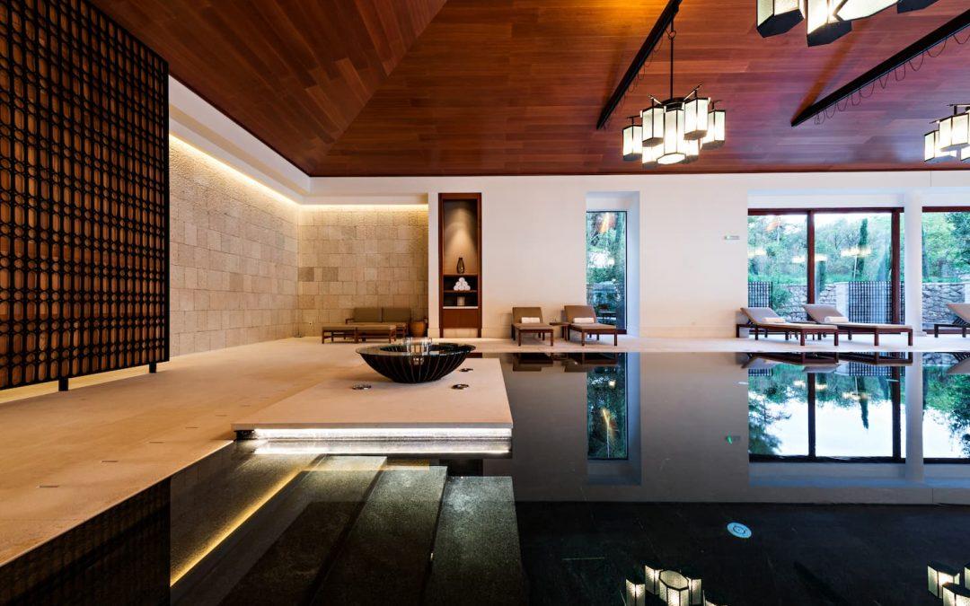 Piscine intérieure, une solution pour profiter des baignades toute l'année ?